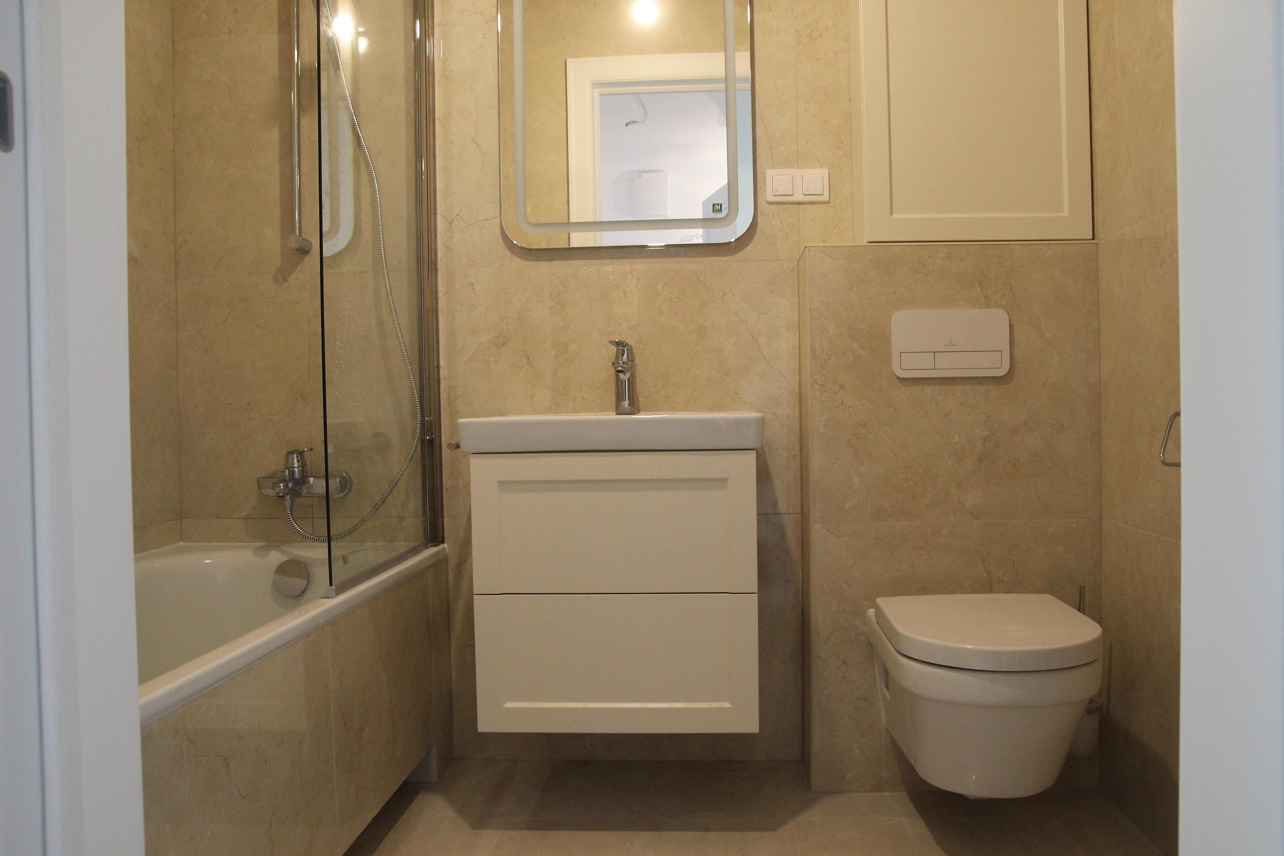 gres na ścianie w łazience