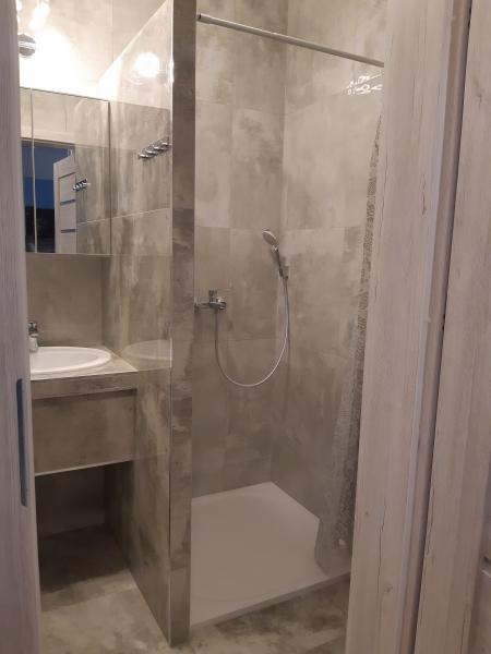 ścianka-w-prysznicu