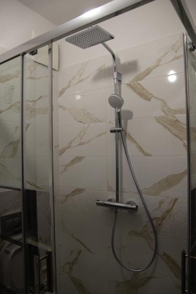prysznic-natynkowy